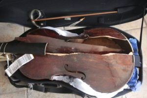 Customer Claims Alitalia Broke 300-year-old Instrument